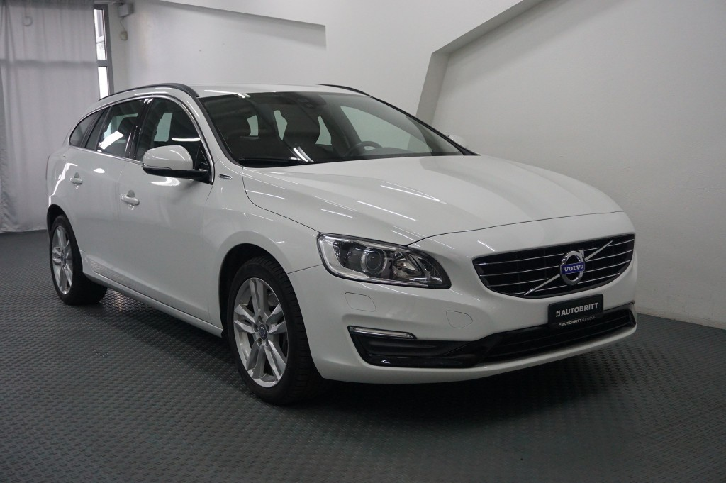 volvo v60 d6 awd plug in hybrid momentum geartronic. Black Bedroom Furniture Sets. Home Design Ideas